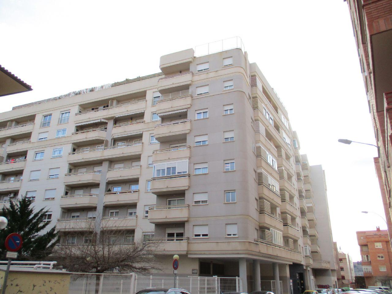 Piso en Teruel, Ensanche, venta