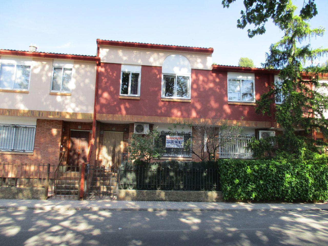 Casa adosada en Teruel, Urbanización la Florida, venta