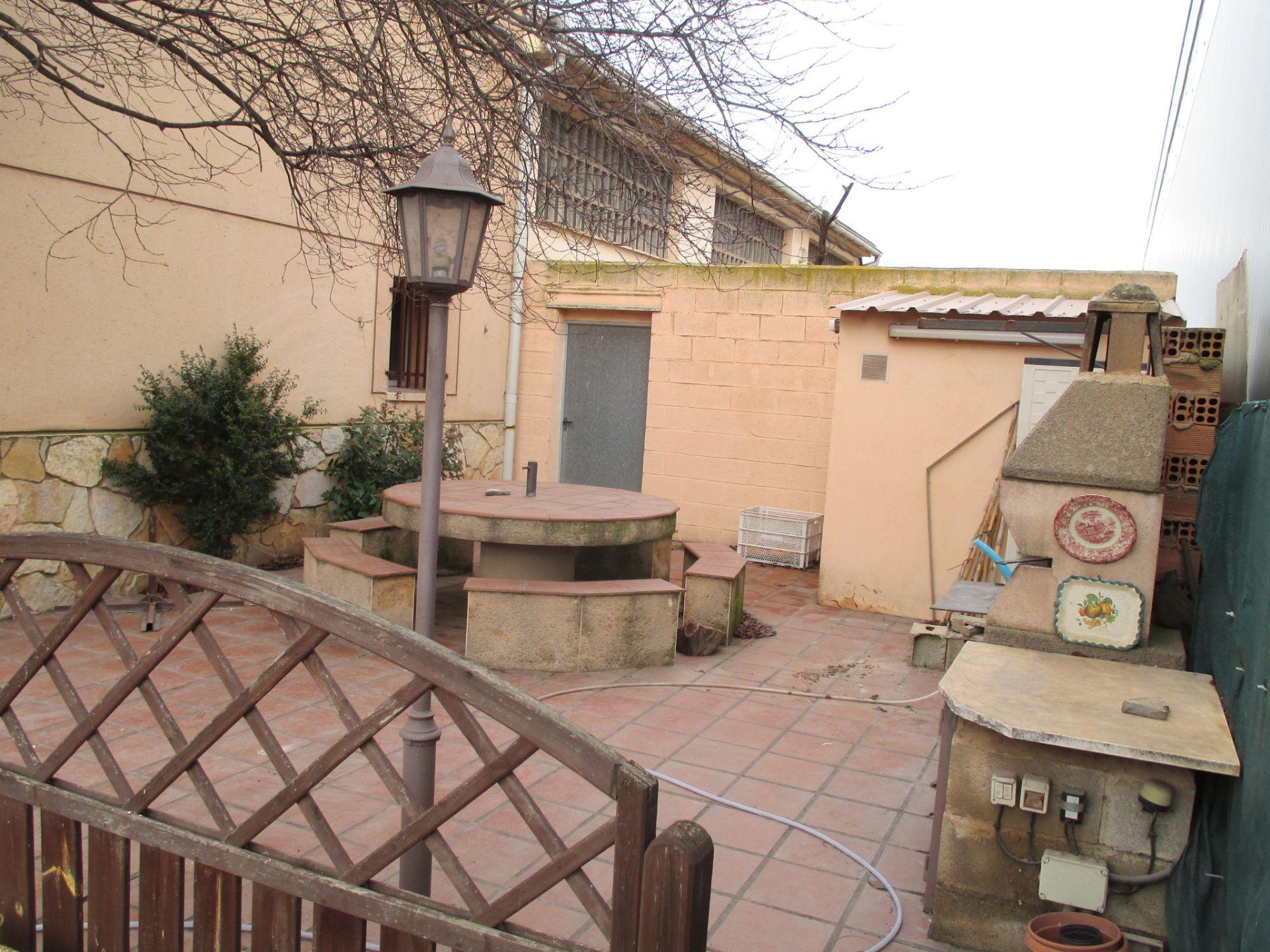 Nave industrial en venta en Teruel