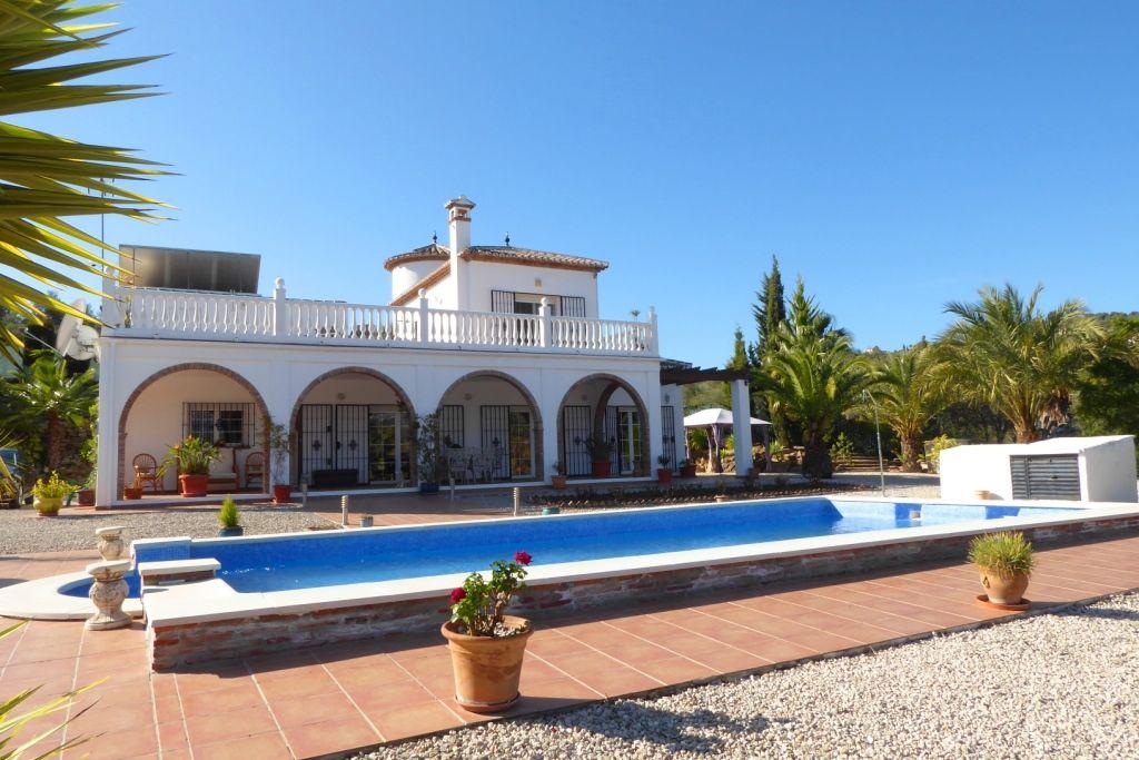 Country House in Viñuela, Pantano Viñuela, for sale
