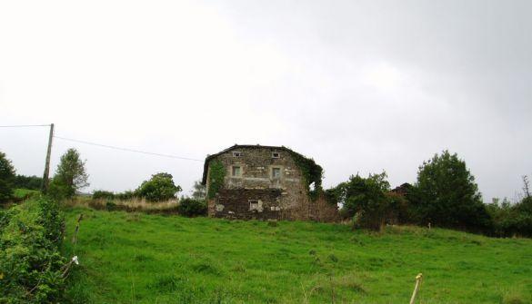 Casa de campo en Valdés de 4 habitaciones