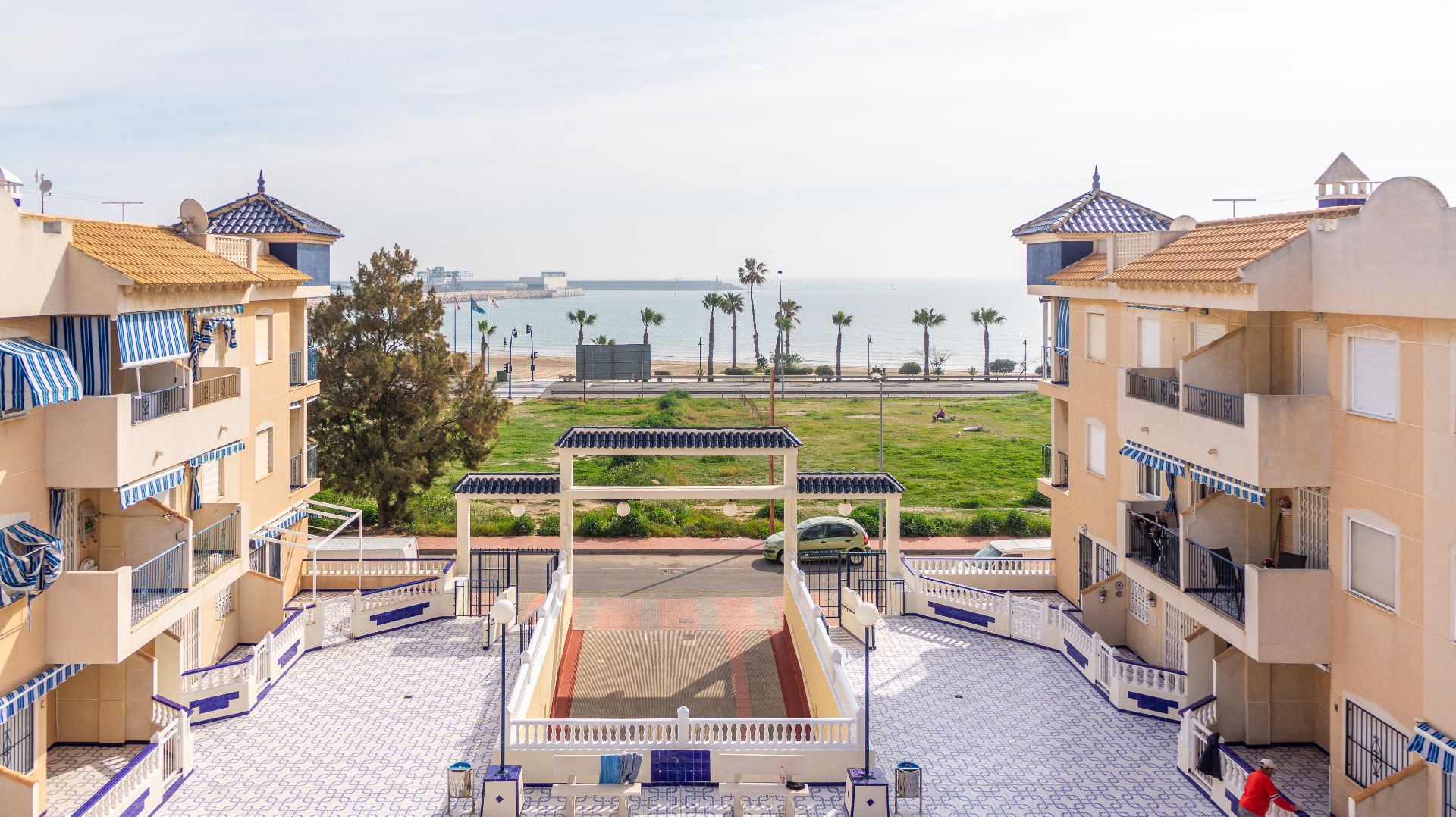 YOUR PERFECT BEACH APARTMENT IN TORREVIEJA