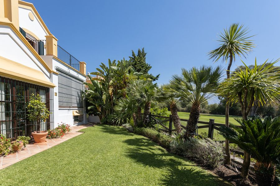 Villa in San Pedro de Alcántara, Guadalmina Alta, for sale