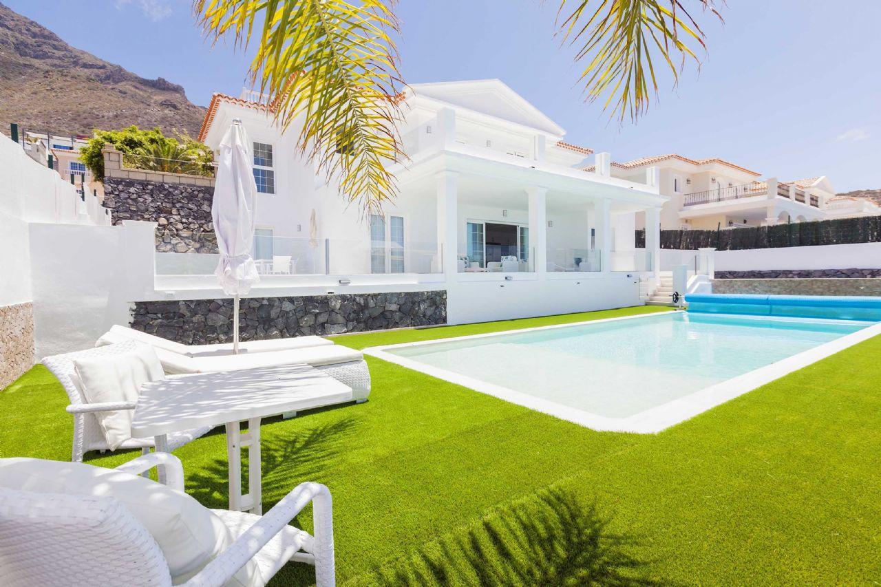 Villa in Costa Adeje, Roque Del Conde, for sale
