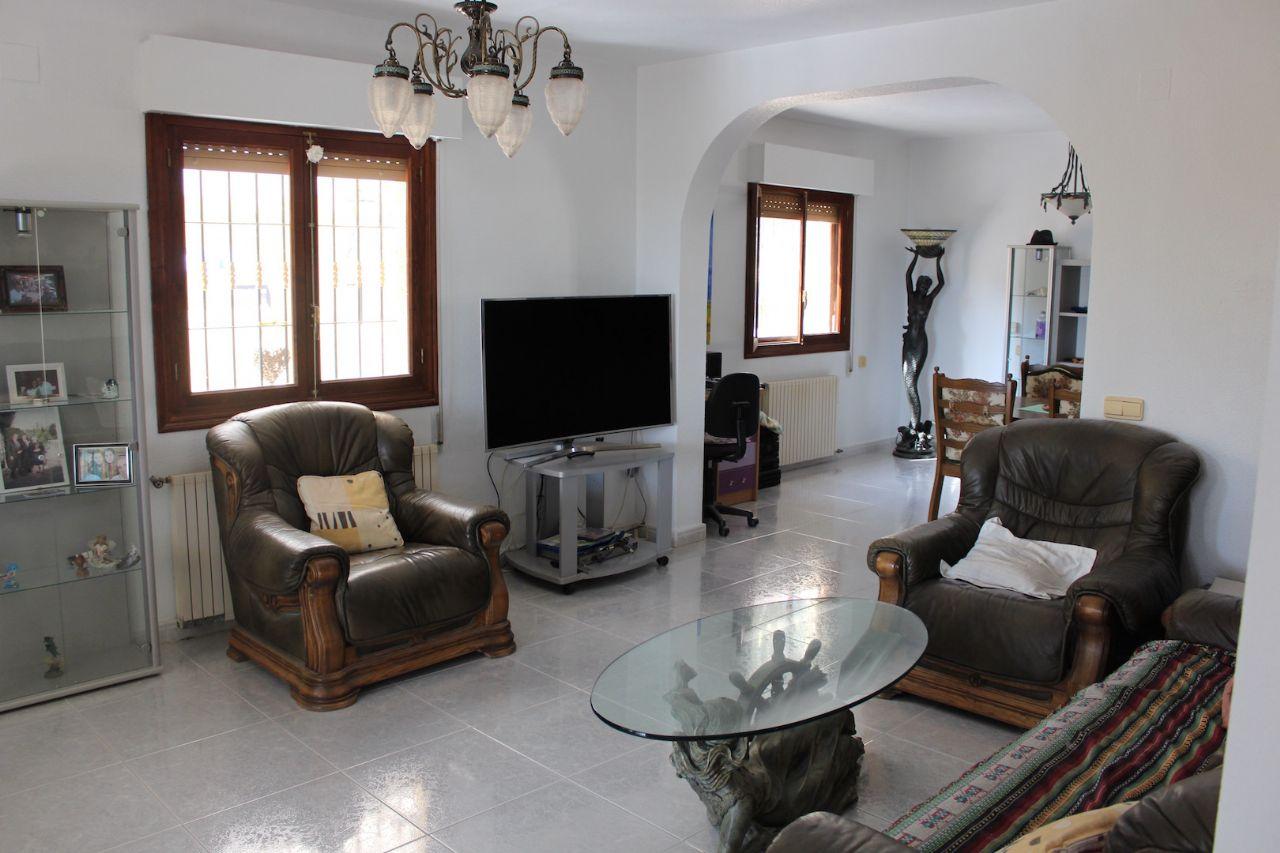 Villa en venta en Orihuela zona Villamartín