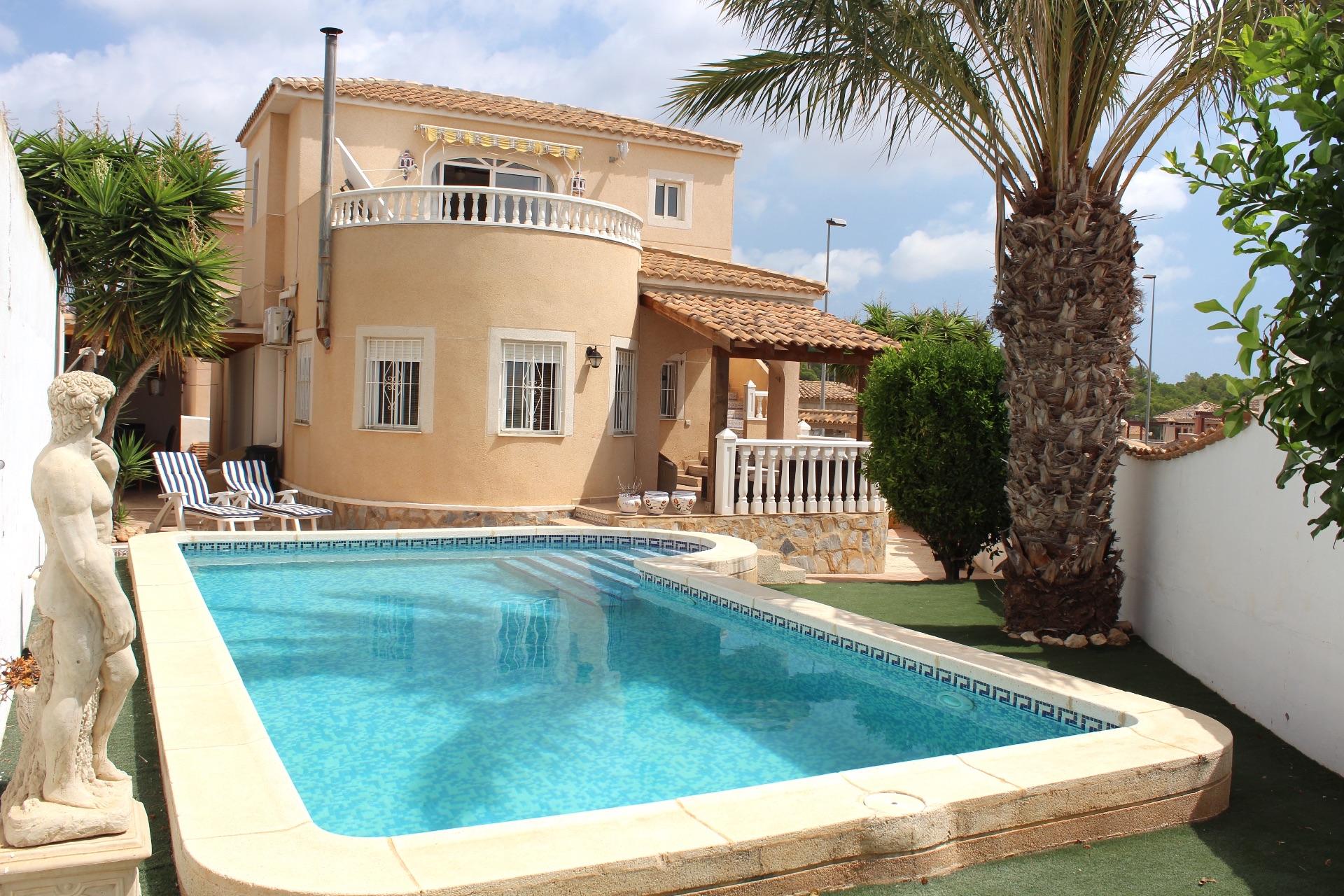 Villa in El Pinar de Campoverde, for sale