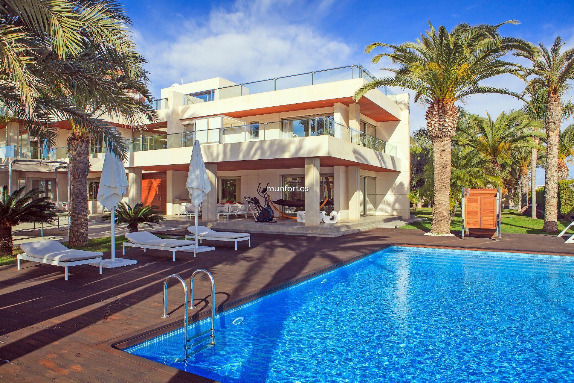 villa maritime till salu