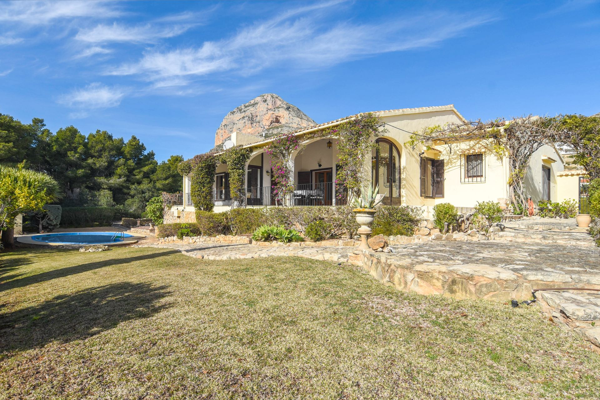 Villa in Jávea, Montgo Castellans, for sale