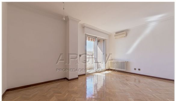 Flat in Madrid, for sale