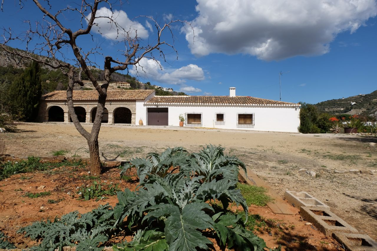 Country House in Alcalalí, for sale