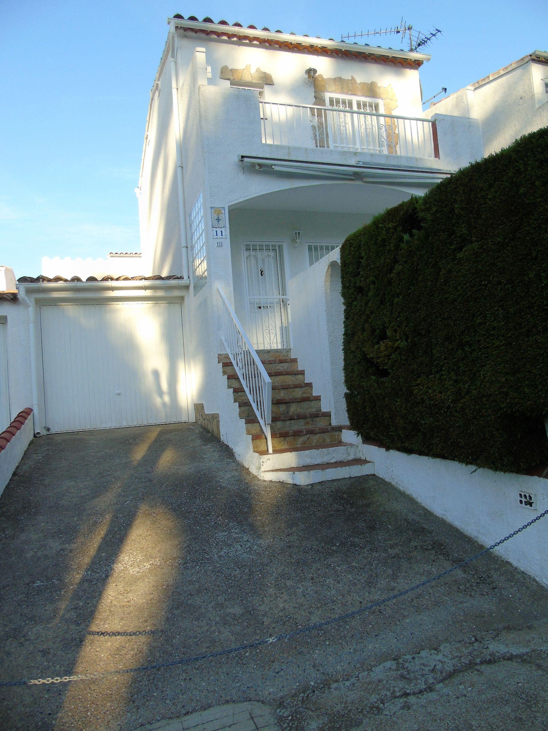 Villa à Roses, vente
