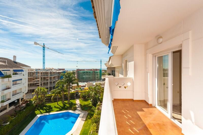 Penthouse in San Pedro de Alcántara, NUEVA ALCANTARA, for sale