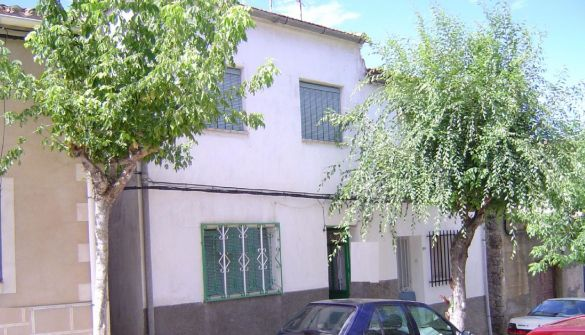 Casa de pueblo en San Bartolomé De Pinares de 5 habitaciones
