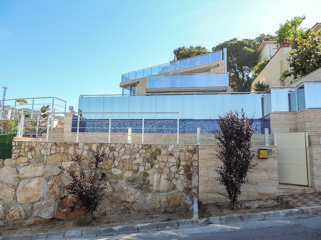Вилла класса люкс в Lloret de Mar, La Montgoda, продажа