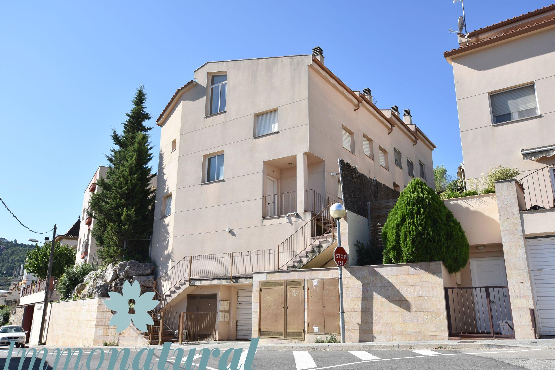 Casa adosada en Torrelles de Llobregat, venta