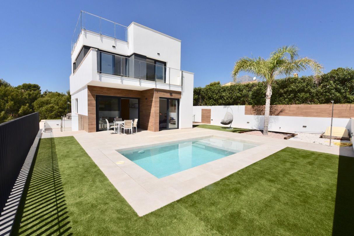 Villa in La Nucía, for sale
