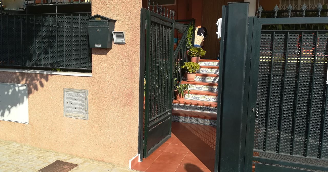 Casa adosada en Moncada, Juzgados, venta