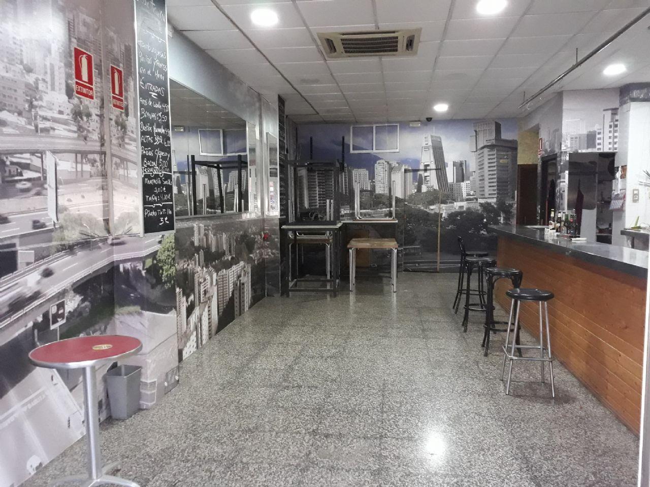 Local comercial en Valencia, Torrefiel, alquiler