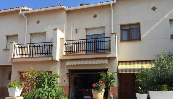 Casa adosada en Torà de 4 habitaciones