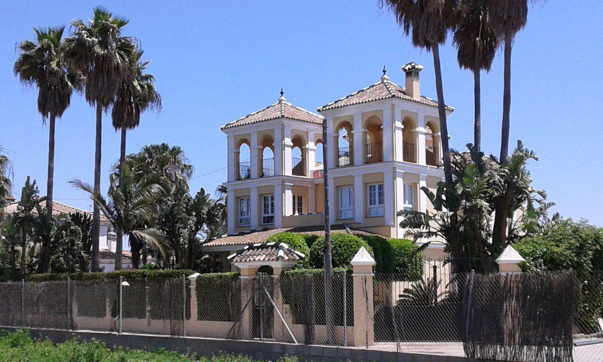 Luxury Villa in Chipiona, MONTIJO PLAYA, for rent
