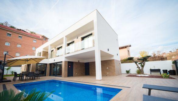 Villa de Lujo en Castelldefels de 5 habitaciones