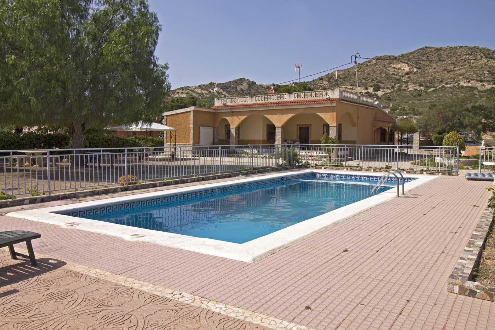 Villa in Aspe, te koop