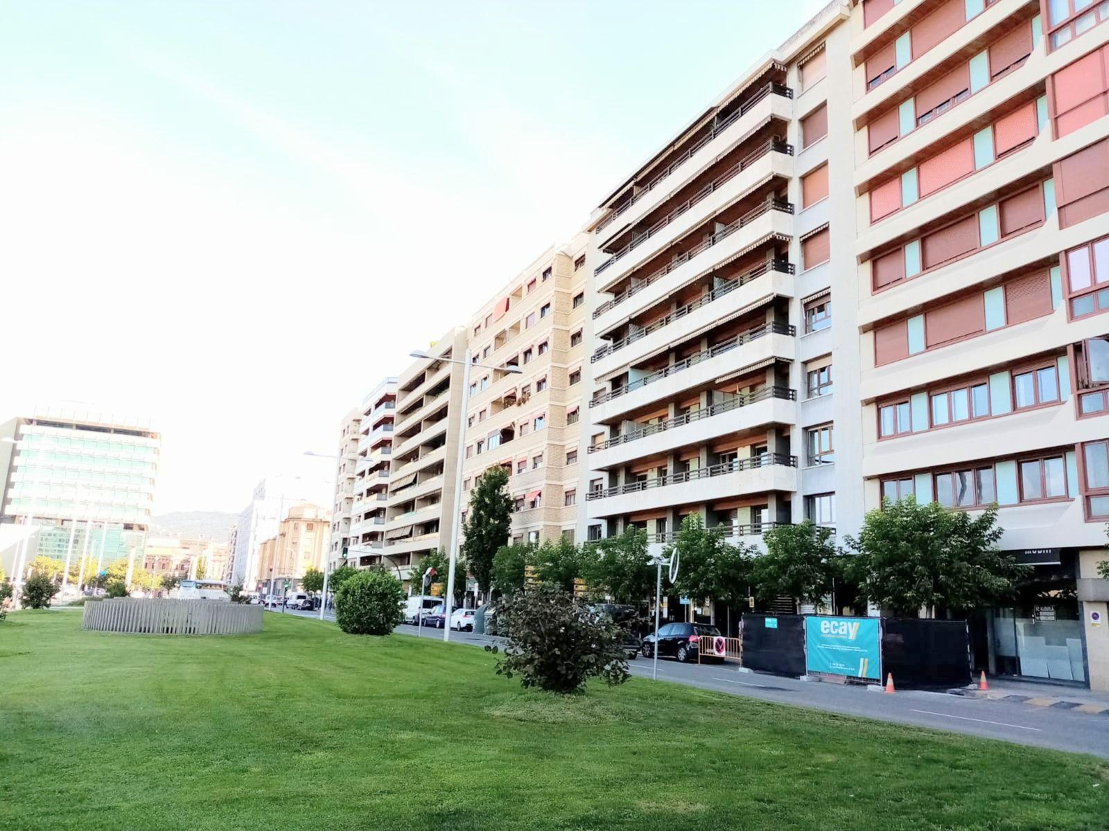 Local comercial en Pamplona, Ensanche, alquiler