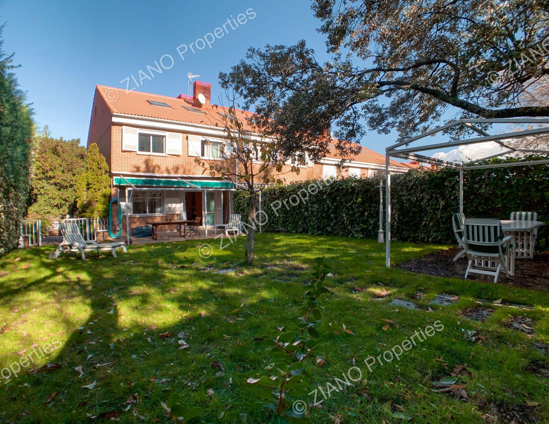 Casa adosada en El Escorial, Urbanización FELIPE II - La Pizarra, venta