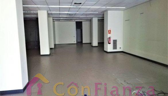 Local comercial en Burgos de 4 habitaciones