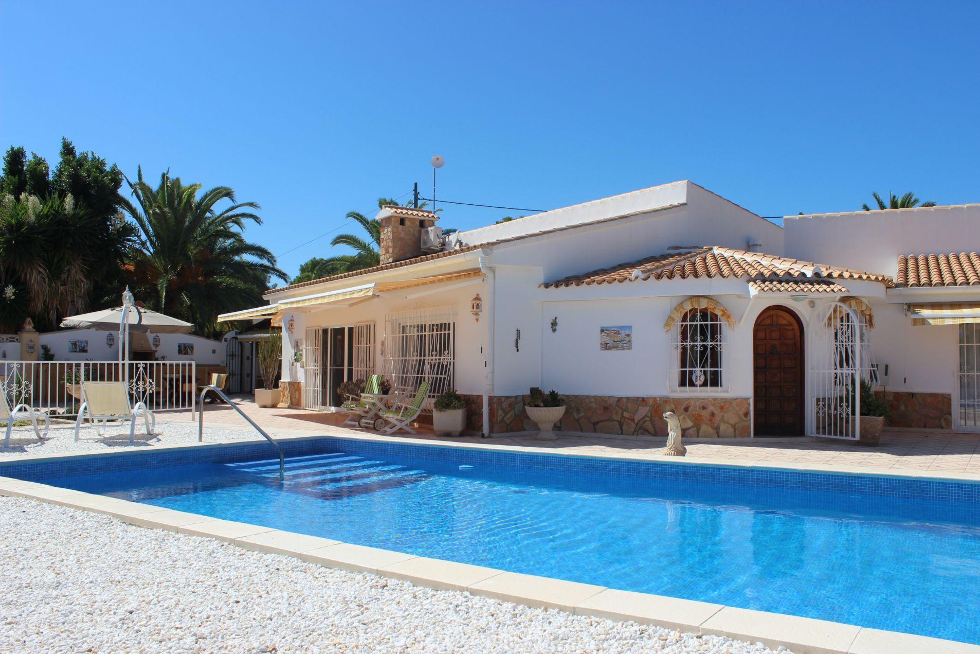 Villa in La Nucia, for sale