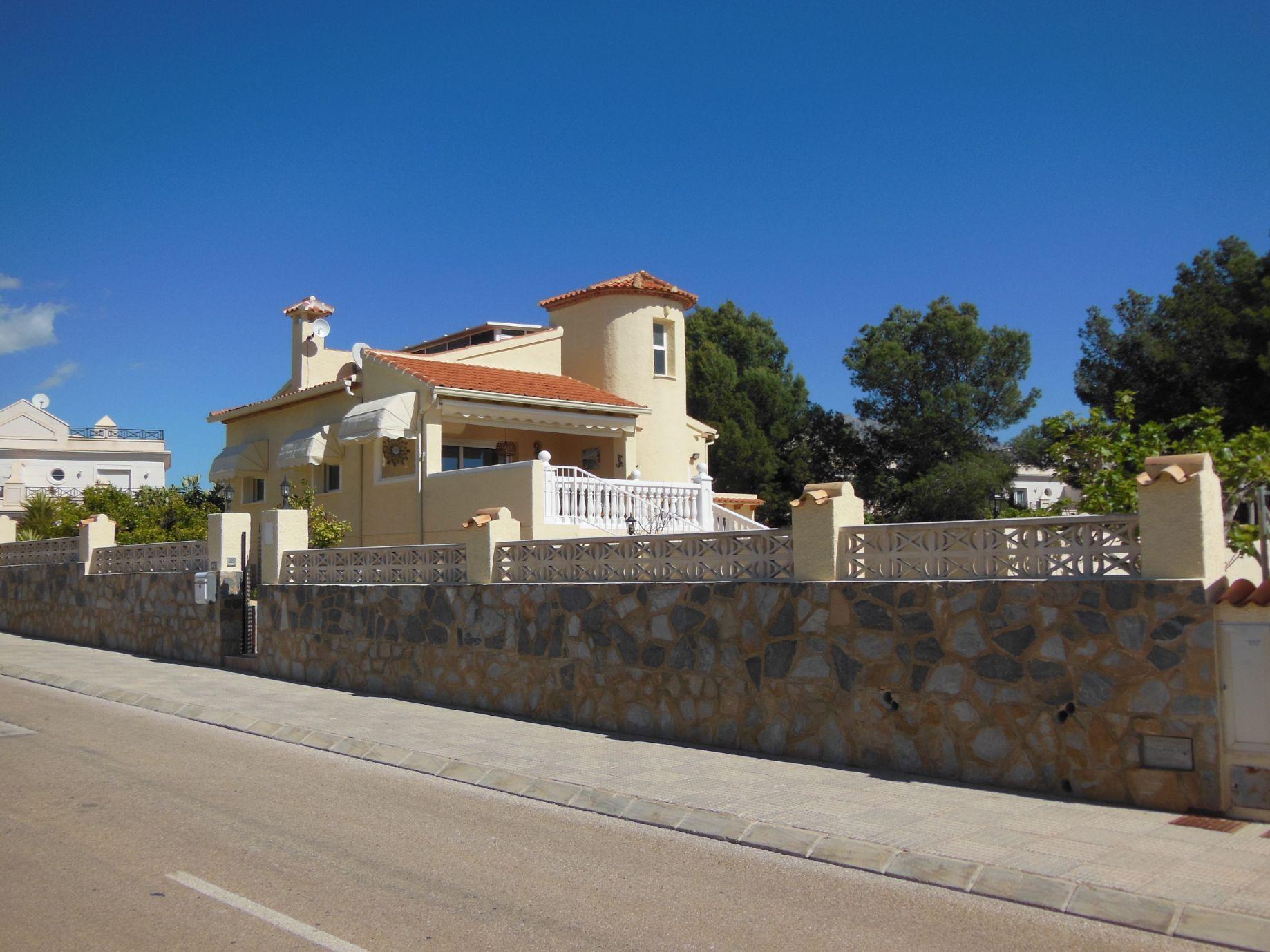 Villa in La Nucía, Bello Horizonte, for sale
