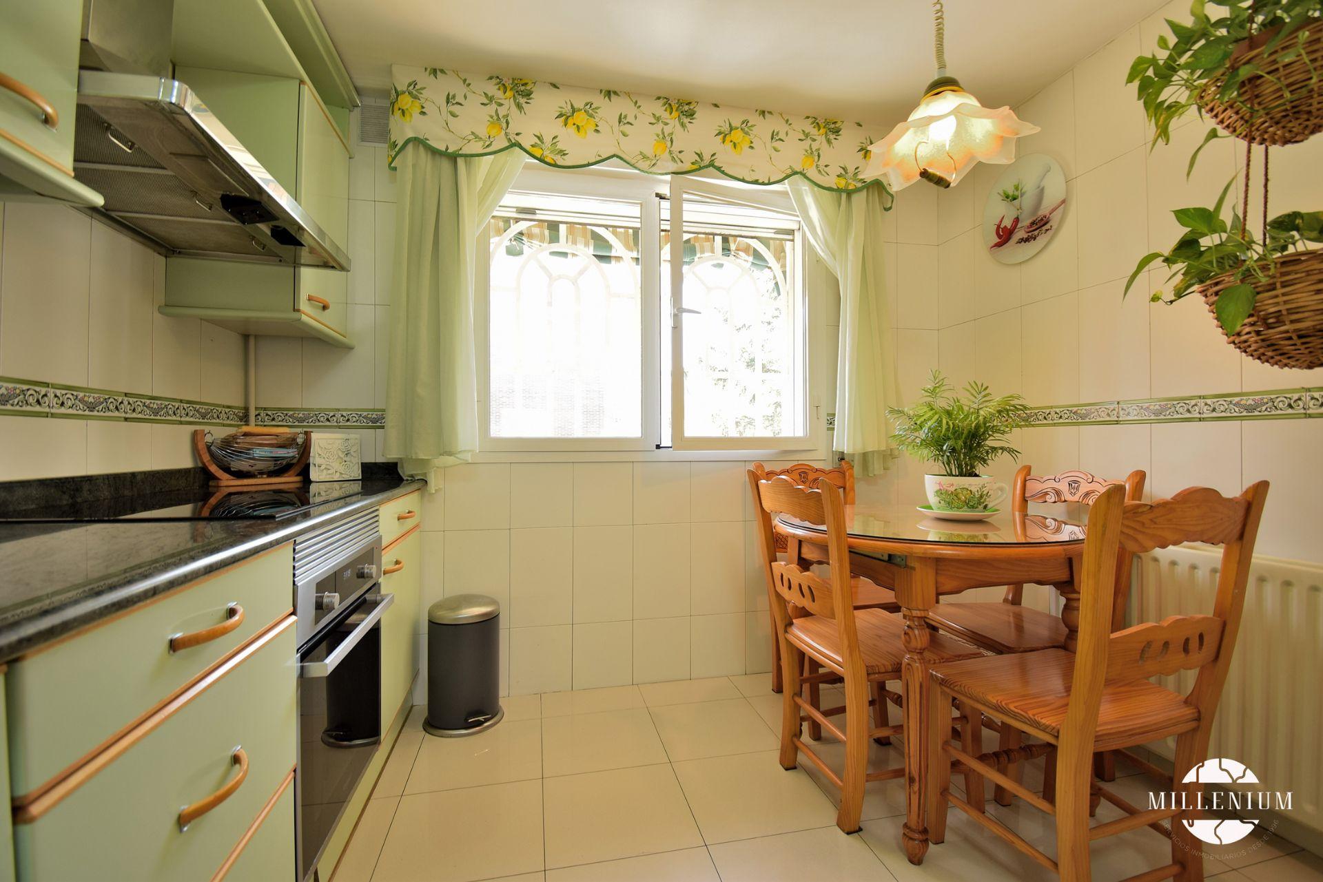Casa / Chalet en San Fernando de Henares, Montserrat - Parque Empresarial, venta