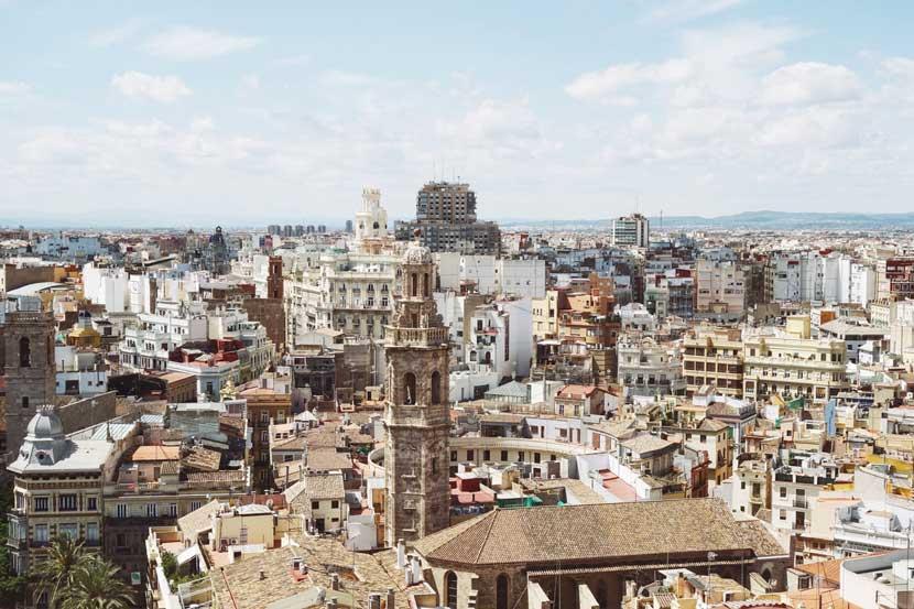 El precio de la vivienda en España cerrará el año 2019 en torno a unos 1.700 euros de media por metro cuadrado, poco menos de un 2% más que el año pasado.