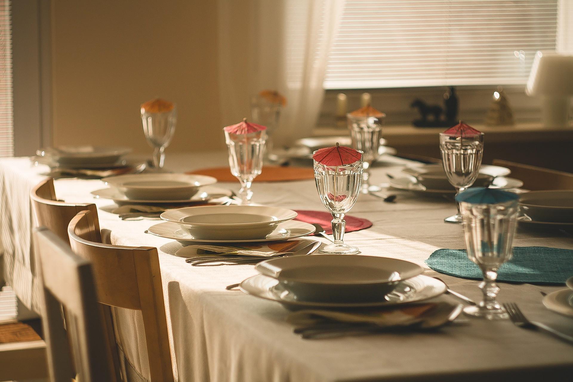 Manual del perfecto anfitrión: 12 consejos para recibir invitados en casa y no meter la pata