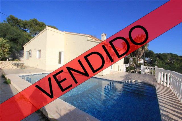 Acogedora villa de 3 dormitorios ubicada en Benissa Costa