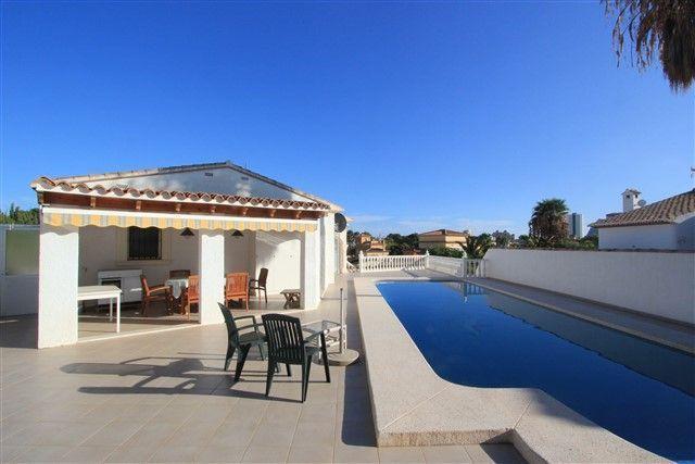 Hermosa villa de 3 dormitorios y piscina privada en Calpe