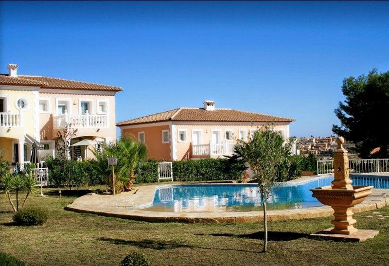 Bonito bungalow de 2 dormitorios y piscina comunitaria en Calpe