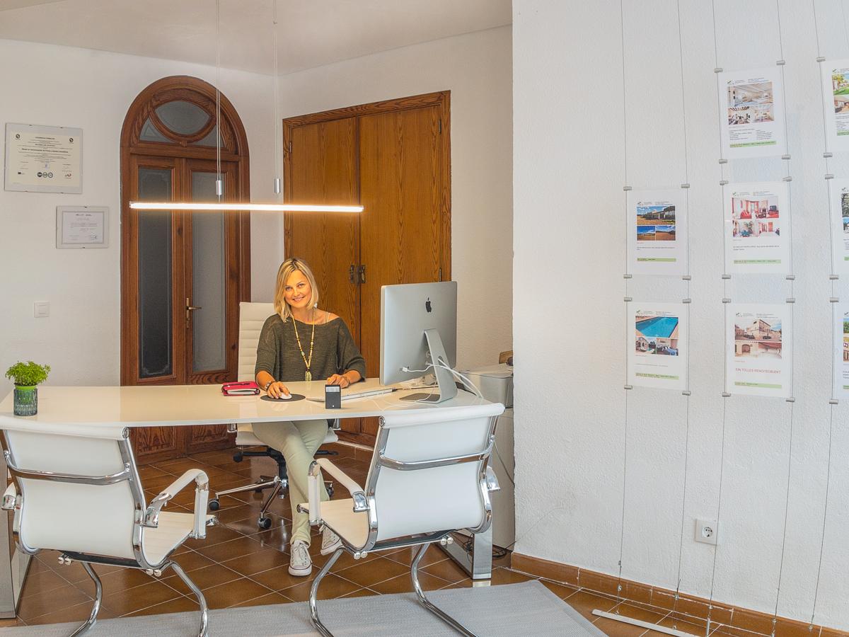 office-1_2.jpg