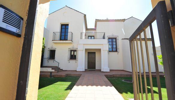 Villa de Lujo en San Roque de 4 habitaciones