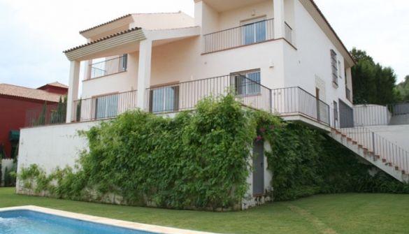 Villa de Lujo en San Roque de 5 habitaciones