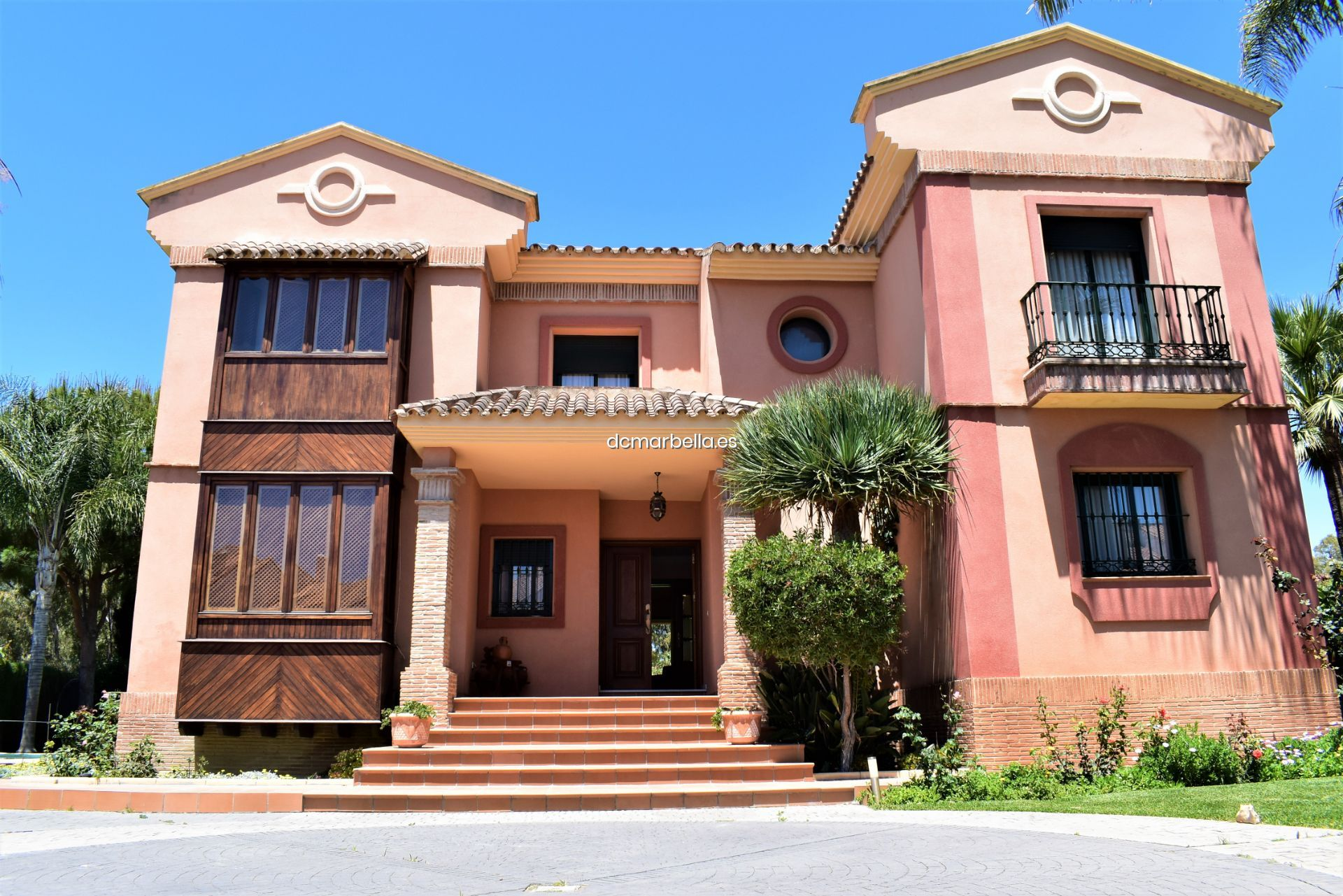 For Sale Villa In Estepona With Swimming Pool