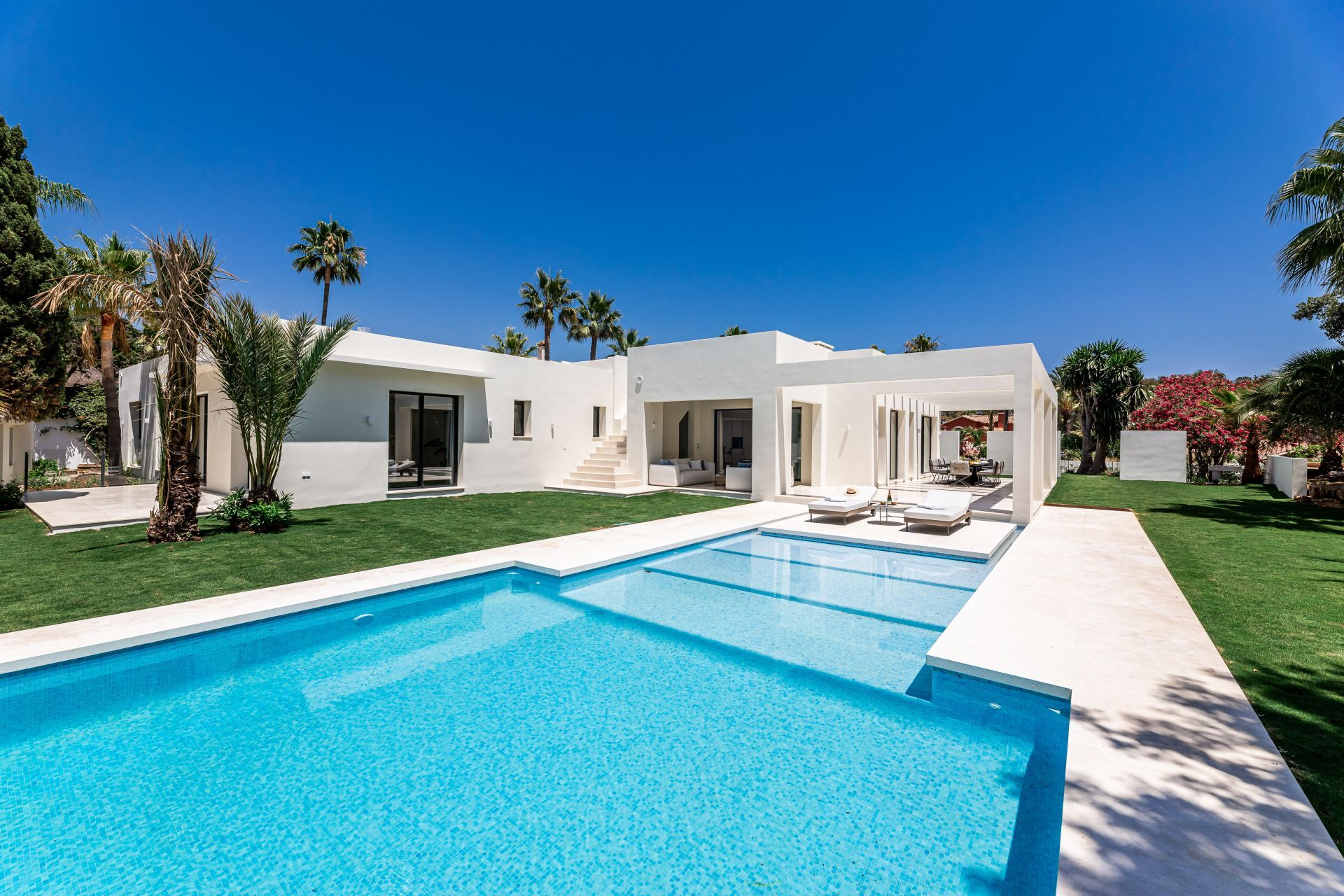 Villa de Lujo en Marbella, Las Chapas, venta