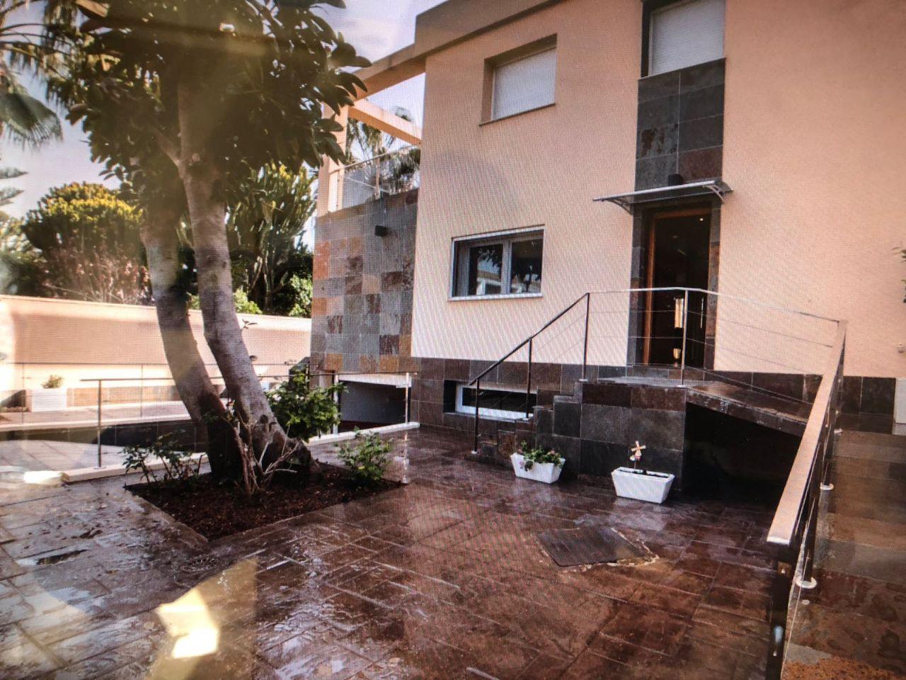 Villa in Alicante, for rent
