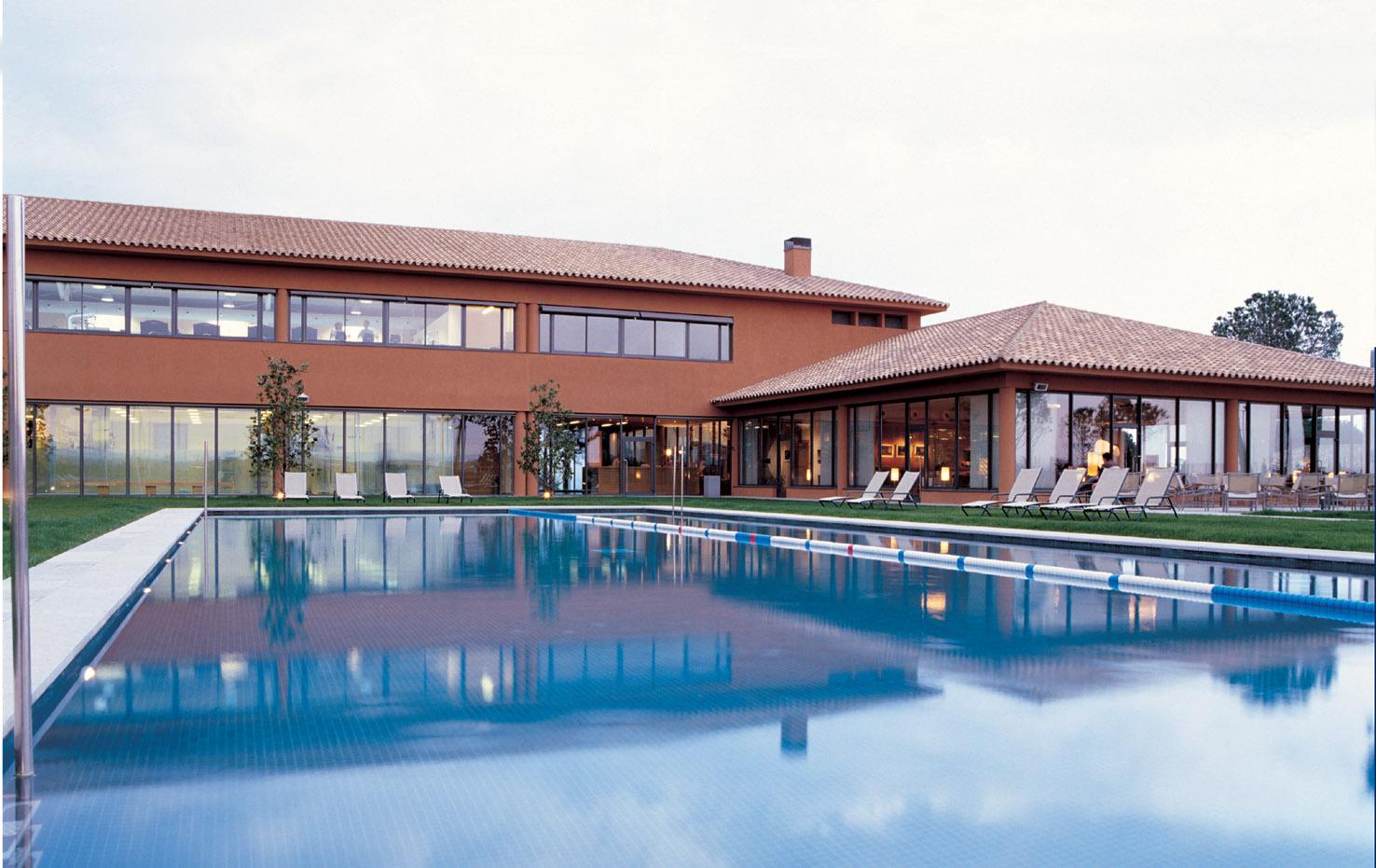 piscina-torremirona.jpg