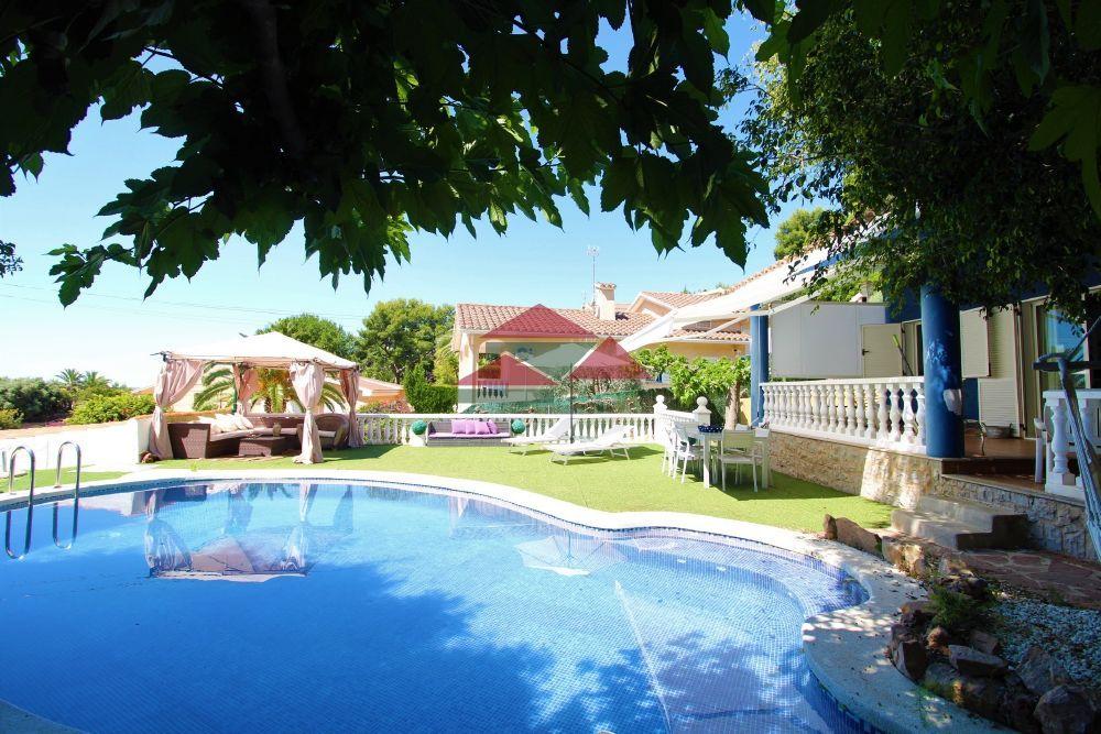 Villa in Benicasim/Benicàssim, ZONA URBANIZACIONES, for sale