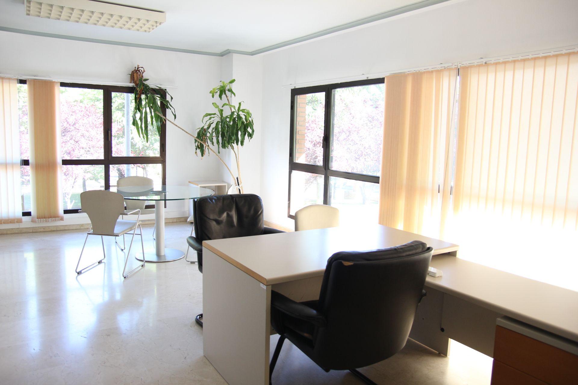 Oficina en Huesca, San José, alquiler