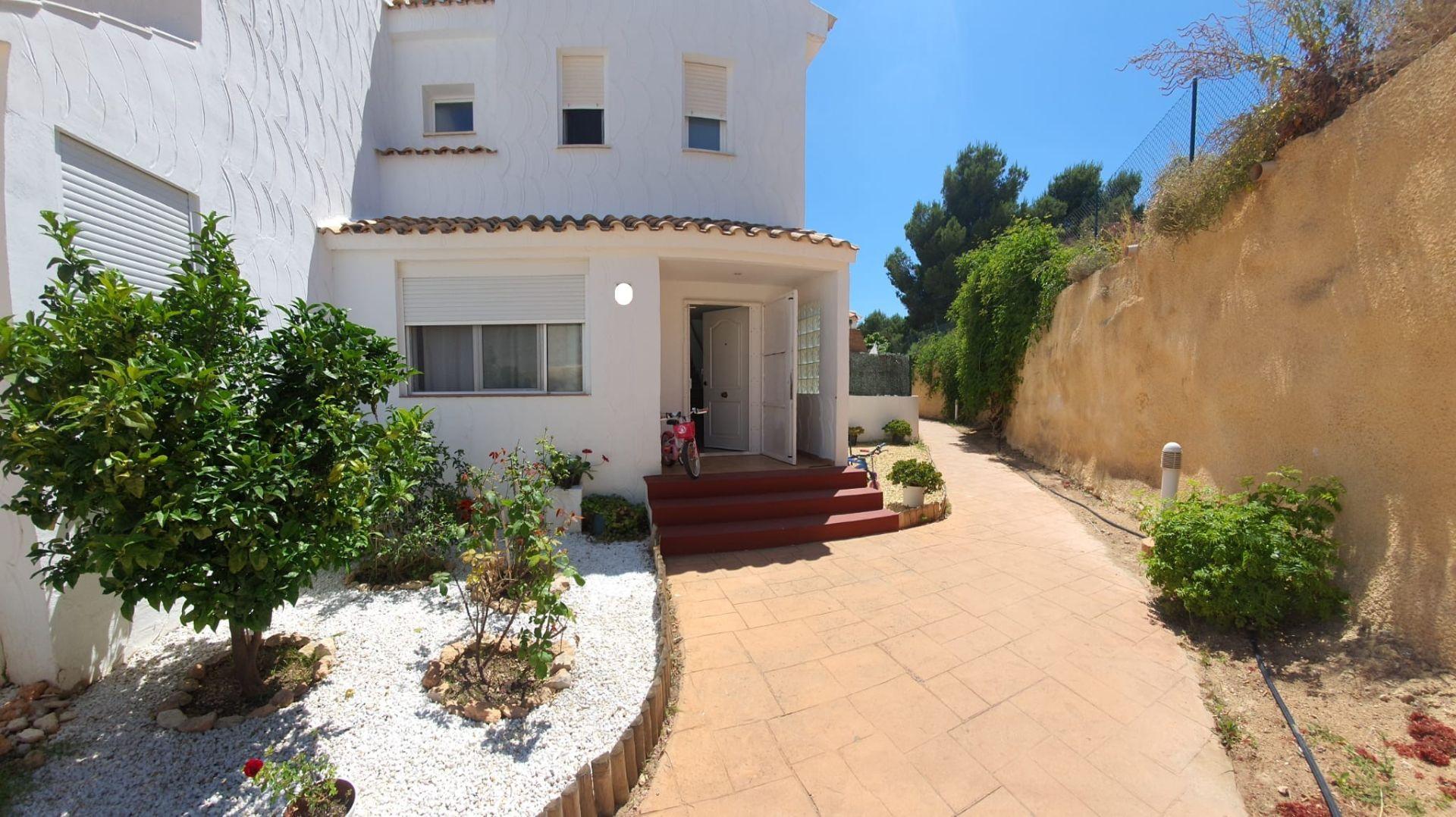 Casa adossada a La Nucia, en venda