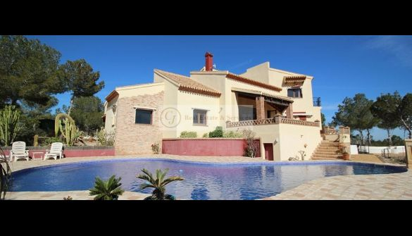 Villa in San Miguel de Salinas, for sale