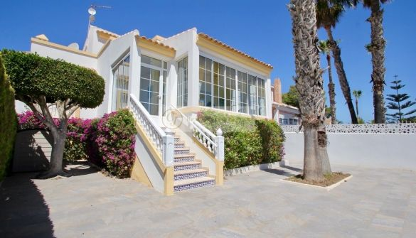 Villa in Orihuela Costa, Villamartin Golf, for sale