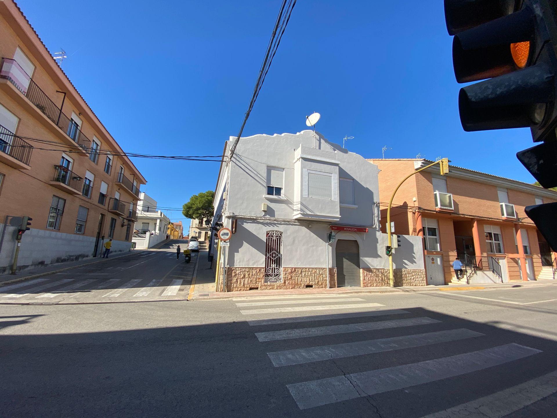 Edificio en Rocafort, RAMON Y CAJAL, venta